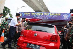 Gubernur DKI Jakarta ketika memantau arus balik pemudik di Jakarta.