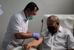 Ketua DPD RI, AA LaNyalla Mahmud Mattalitti saat menerima suntikan Vaksin Nusantara oleh dr Terawan di RSPAD Gatot Soebroto, beberapa waktu lalu.